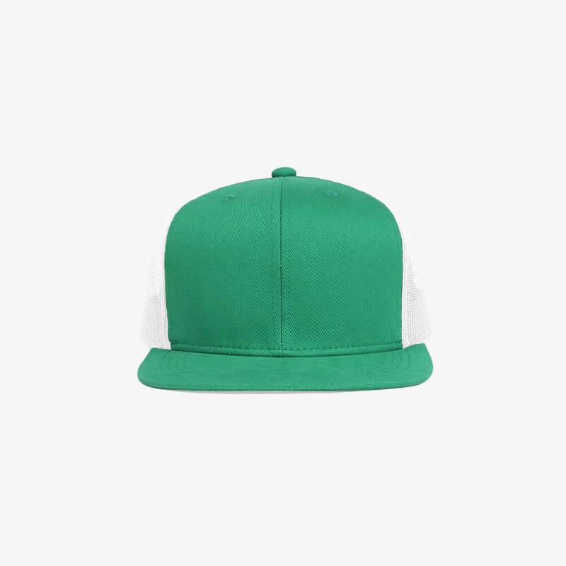 Boné aba reta em brim verde bandeira e tela branca - Frente
